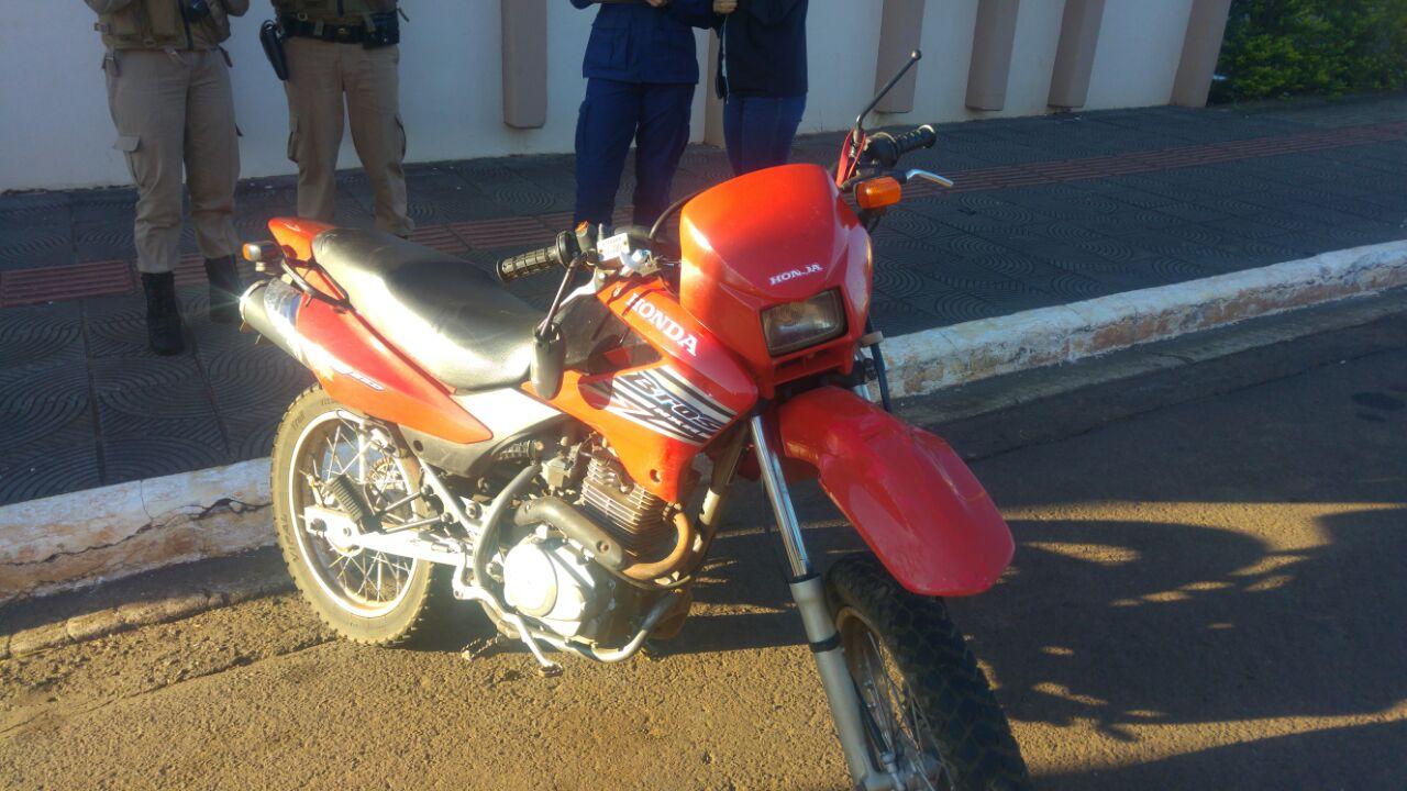 Acidente deixa motociclista ferido no centro de São José do Cedro