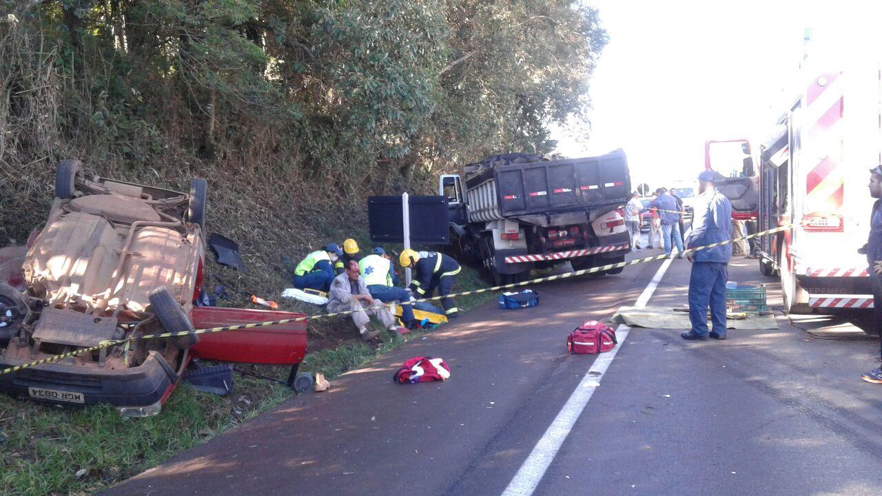 Acidente na BR-282 deixa dois mortos e quatro feridos