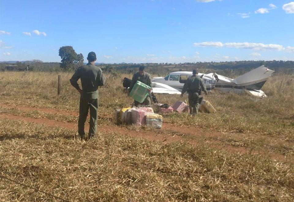 Avião com mais de 600 quilos de cocaína decolou de fazenda da família de Ministro