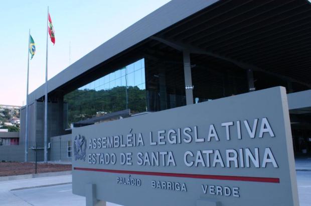 Assembleia Legislativa de SC aprova cota para deputados de R$ 5 milhões