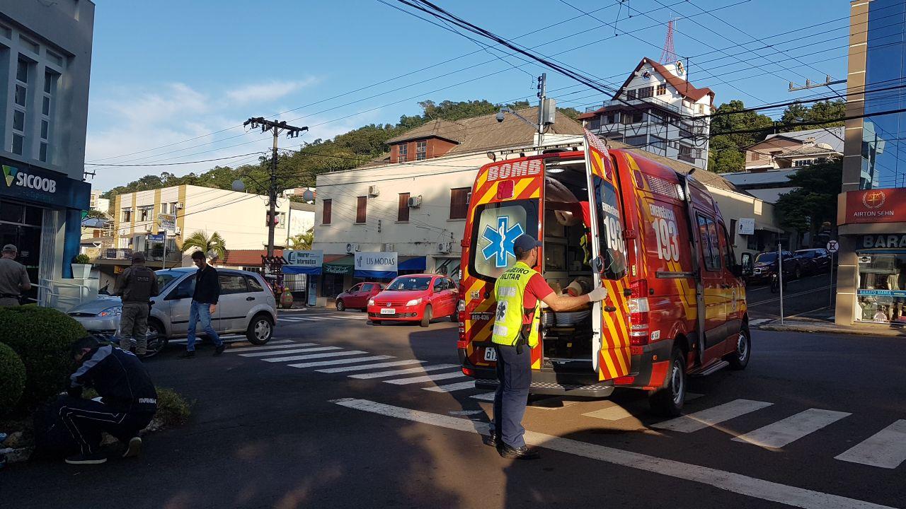 Caroneira fica ferida em acidente no centro de Itapiranga