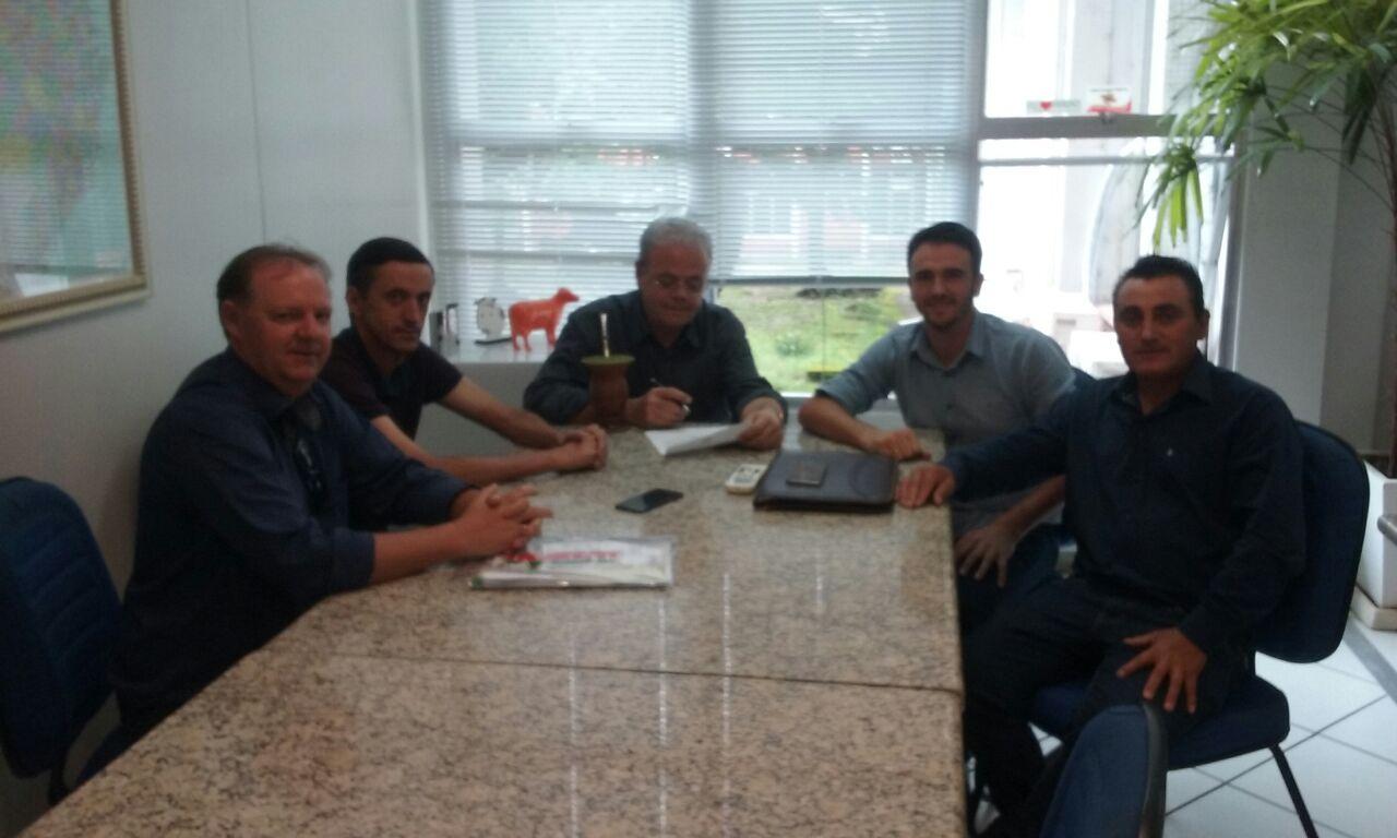 Comitiva de Guarujá do Sul busca recursos para construção de um centro de eventos