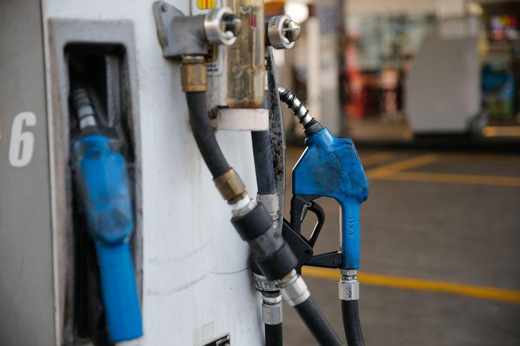 Gasolina vendida nas refinarias está mais cara a partir desta quinta