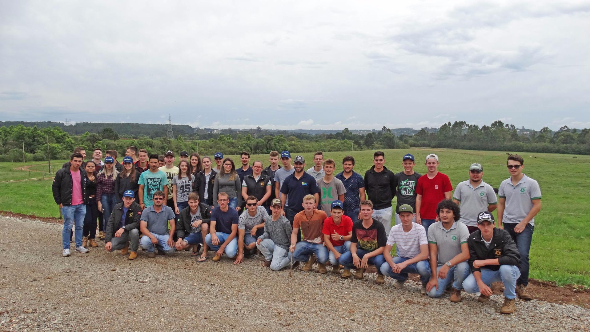 Acadêmicos de Agronomia realizam viagem de estudos ao Paraná