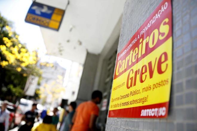 Trabalhadores dos Correios continuam em greve