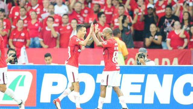 Inter ganha do Cianorte e sai do Beira-Rio com vantagem na Copa do Brasil