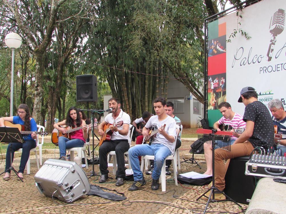Palco Aberto será retomado na praça central neste domingo