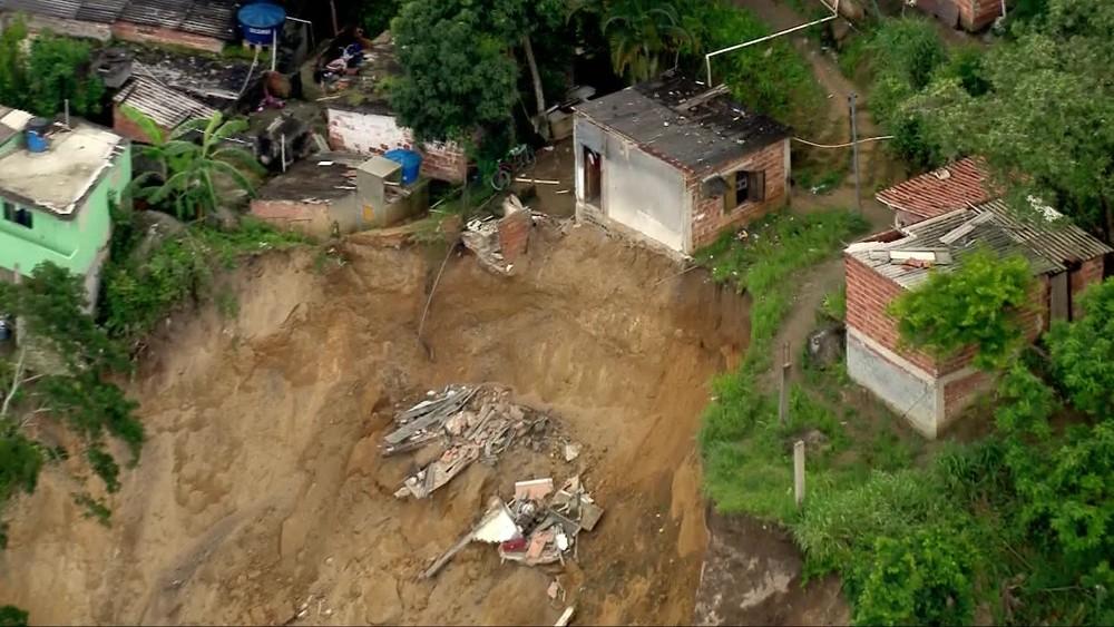 Sete pessoas morrem em deslizamento em Niterói, RJ