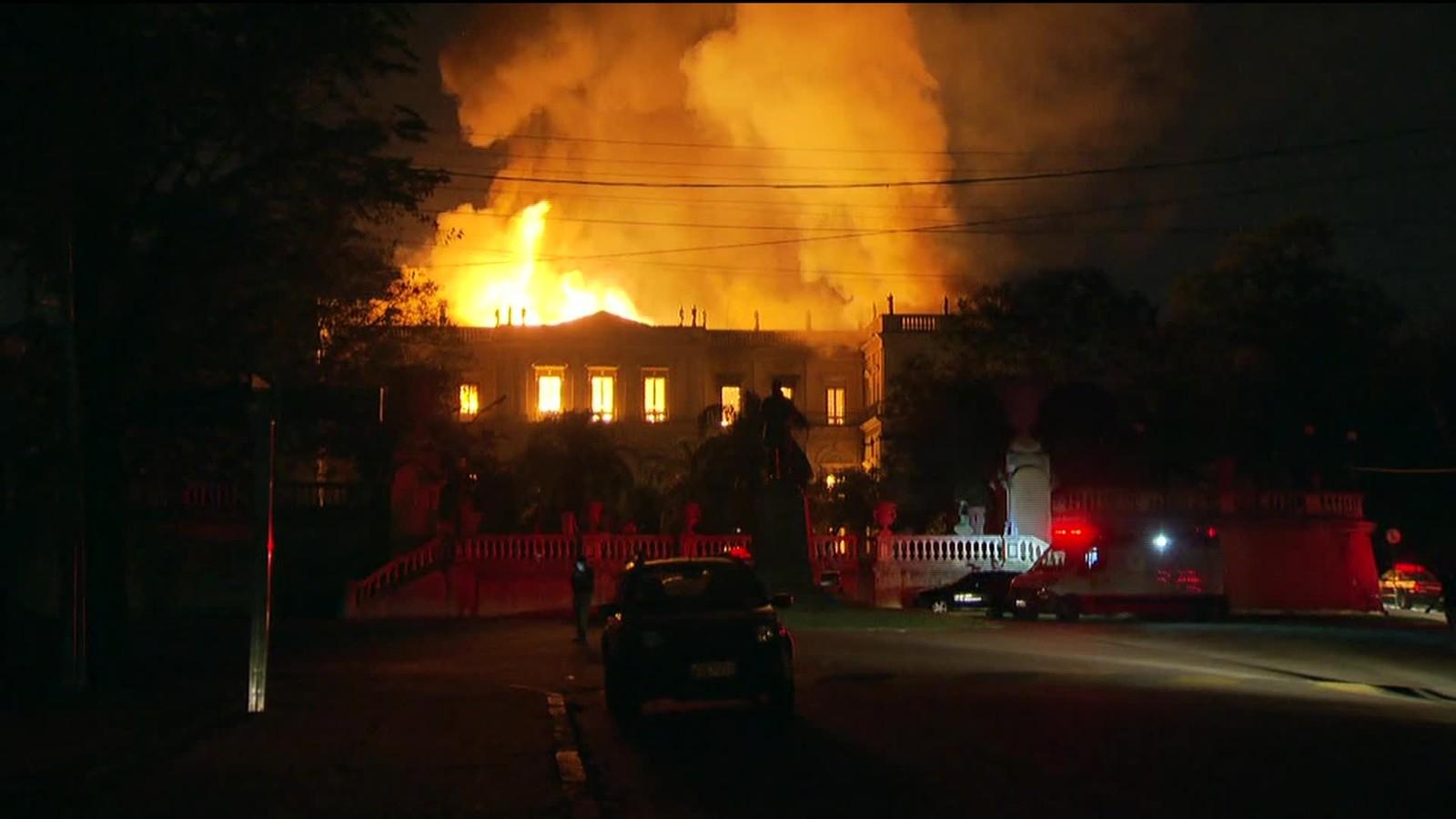 FOTOS: Incêndio destrói Museu Nacional, no Rio