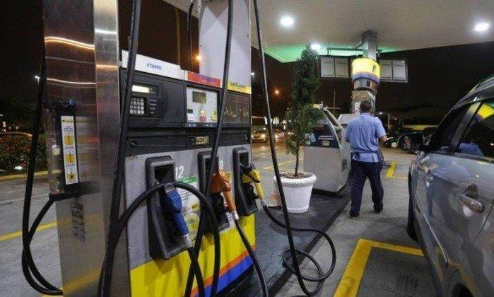 Gasolina vai ficar mais cara e diesel mais barato a partir deste sábado