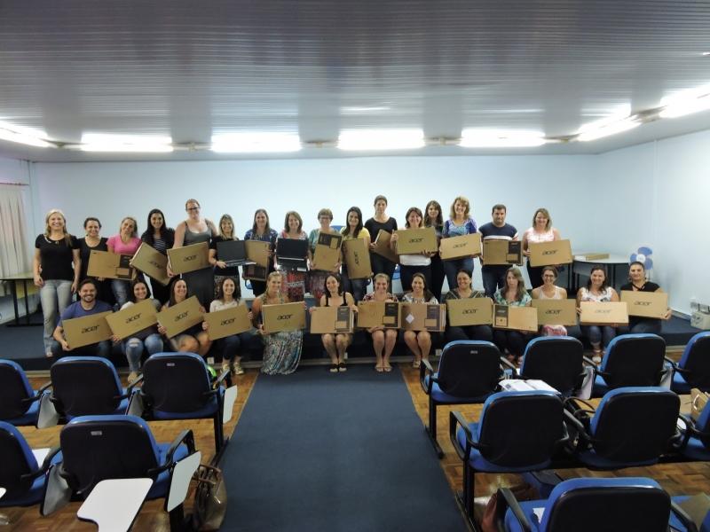 Unidades escolares de São Miguel do Oeste recebem novos notebooks