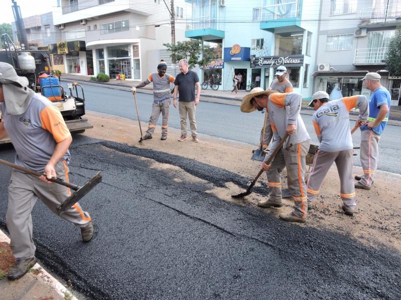 Seguem obras de melhorias nas ruas centrais de São Miguel do Oeste