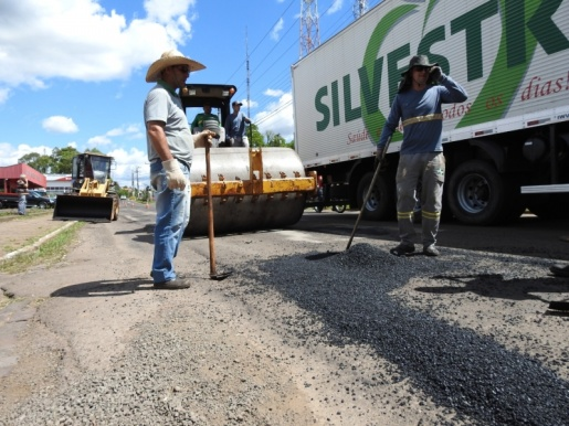Prefeitura realiza Operação Tapa-Buracos na Avenida Willy Barth