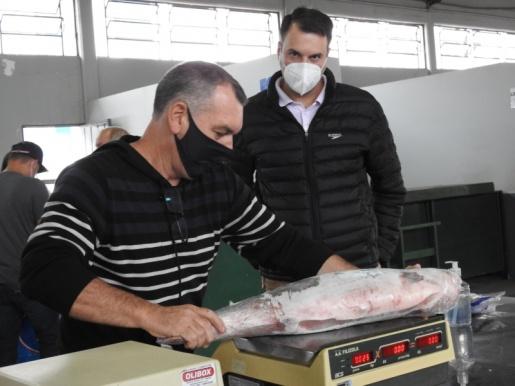 Venda de peixes na Feira Livre fica abaixo do esperado e frustra agricultores