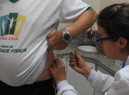Saúde vacina 400 pessoas no Dia D