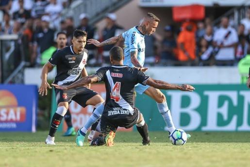 VÍDEO: mesmo com um a mais, Grêmio perde para o Vasco