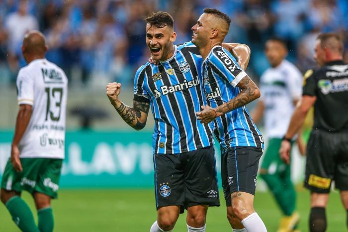Grêmio goleia o Avenida por 6 a 0