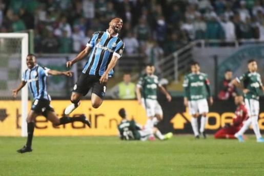 Grêmio vence Palmeiras no Pacaembu e se classifica na Libertadores