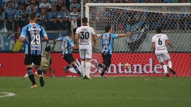 Vídeo: Grêmio vence o Lanús e abre vantagem na grande final na Argentina