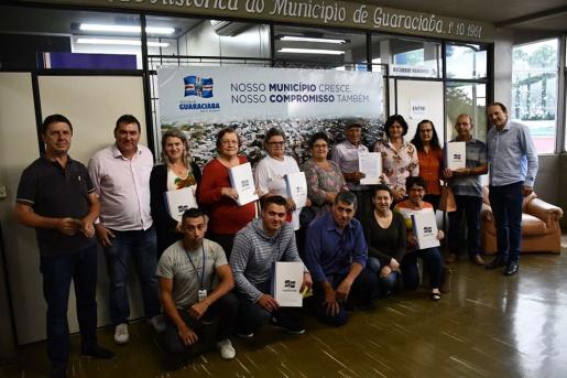 Matrículas de lotes são entregues após regularização em Guaraciaba
