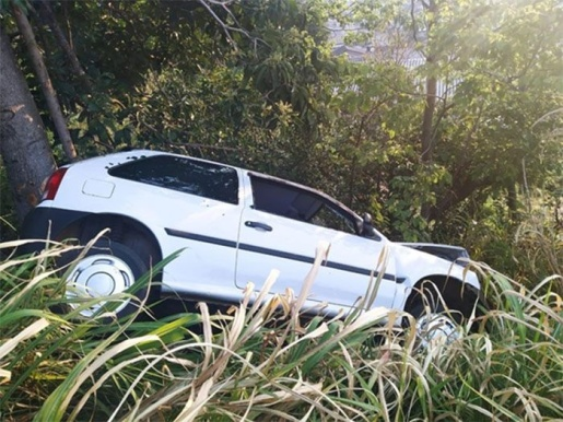 Menores furtam veículo, se envolvem em acidente e acabam detidos