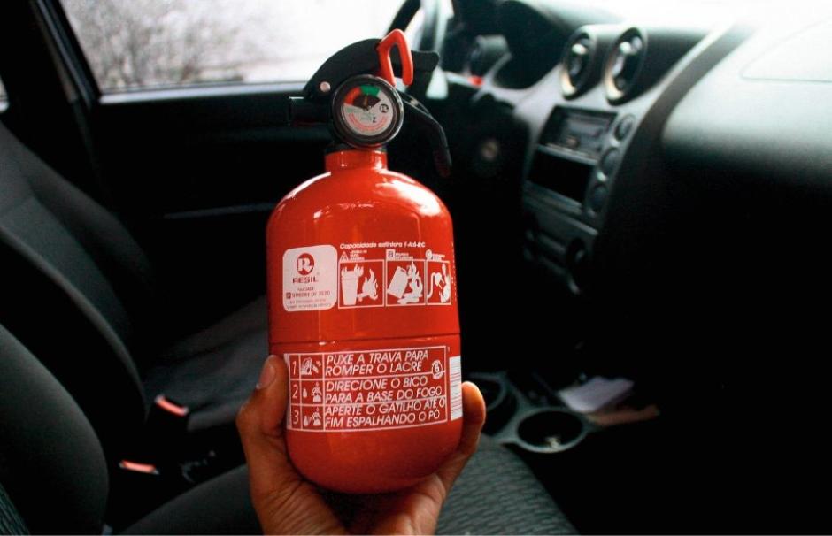Extintor de incêndio pode voltar a ser obrigatório em automóveis