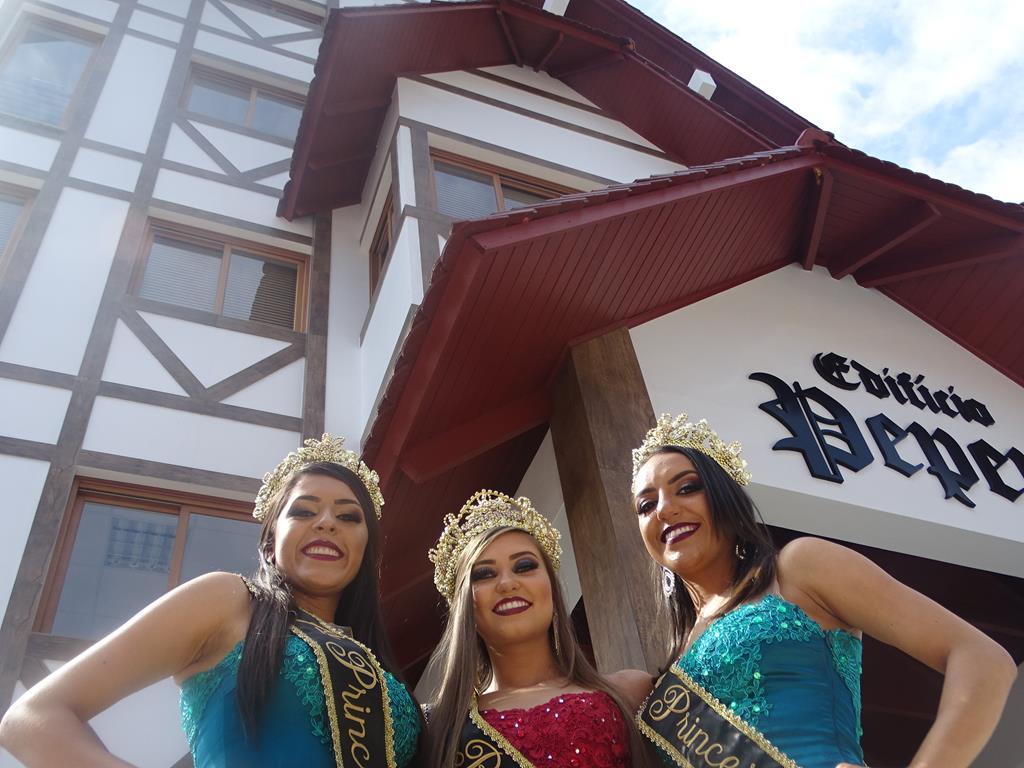 Soberanas da Faismo visitam nova sede da Rádio Itapiranga