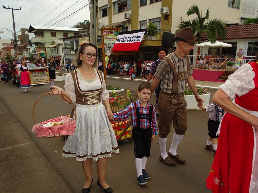 Governador participa da 39ª Oktoberfest