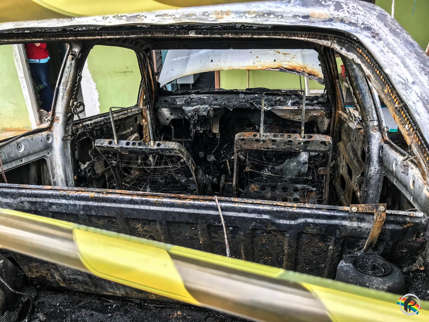 Carro é destruído pelo fogo durante a madrugada em São Miguel do Oeste