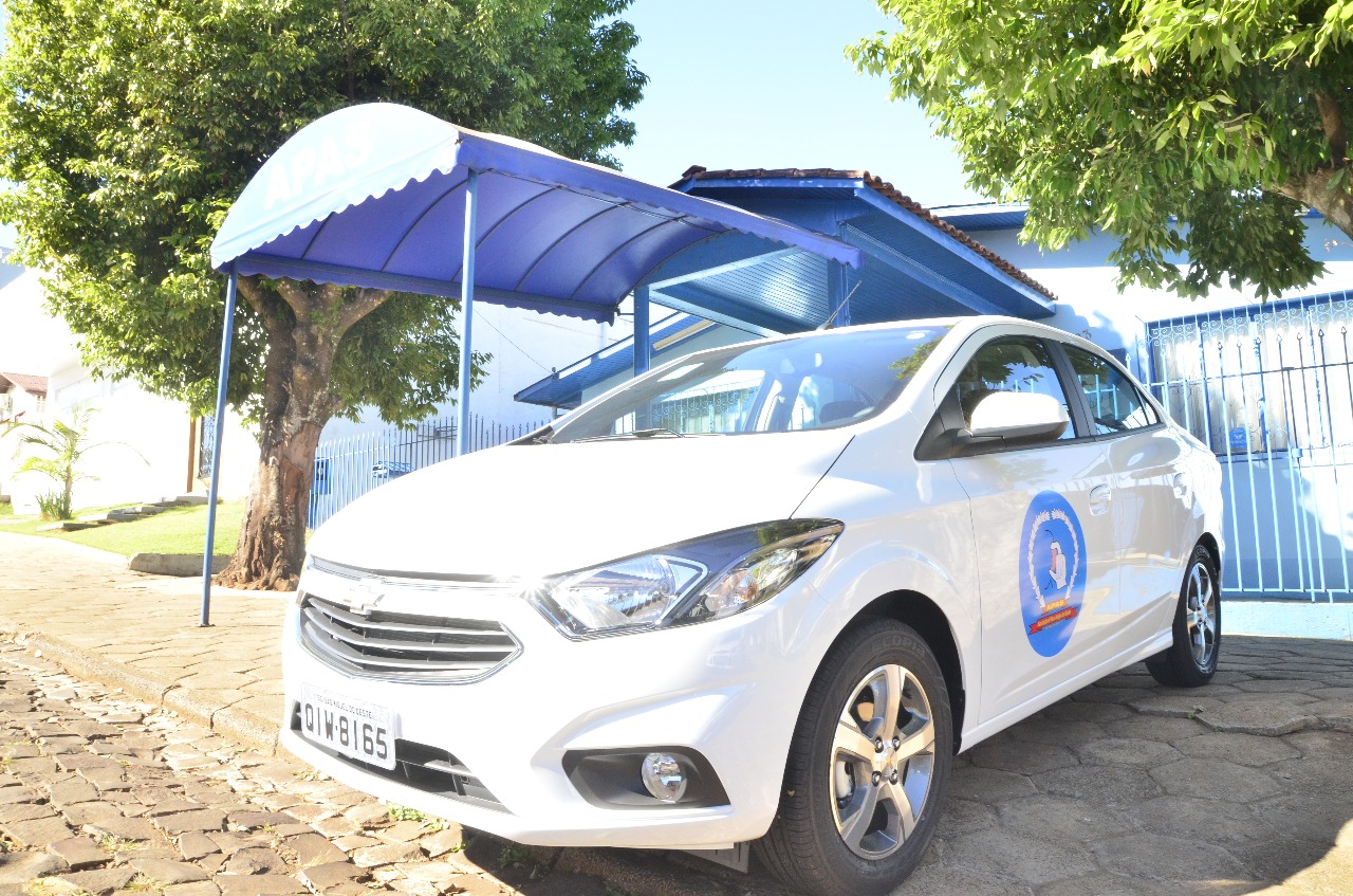 APAS de São Miguel do Oeste recebe veículo novo