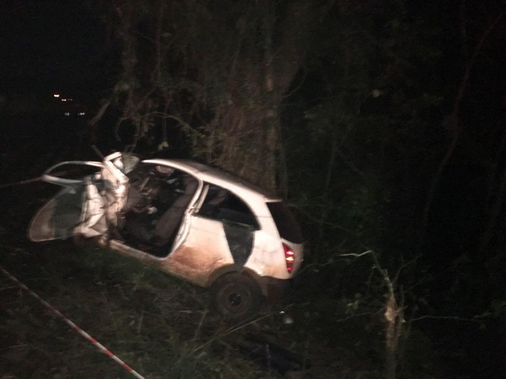 Jovem morre em saída de pista e choque em árvore na SC 163