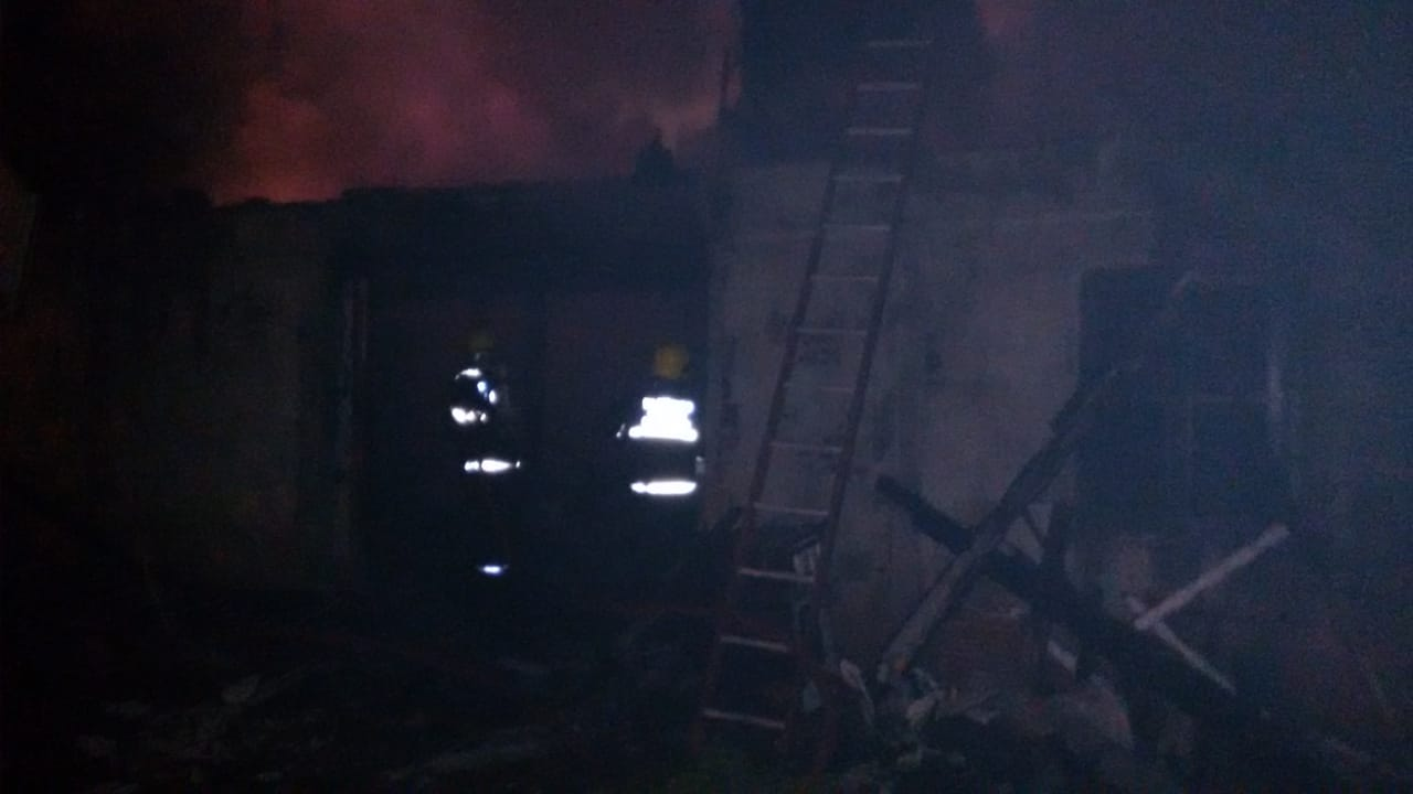 Casa é destruída pelo fogo no interior de Mondaí