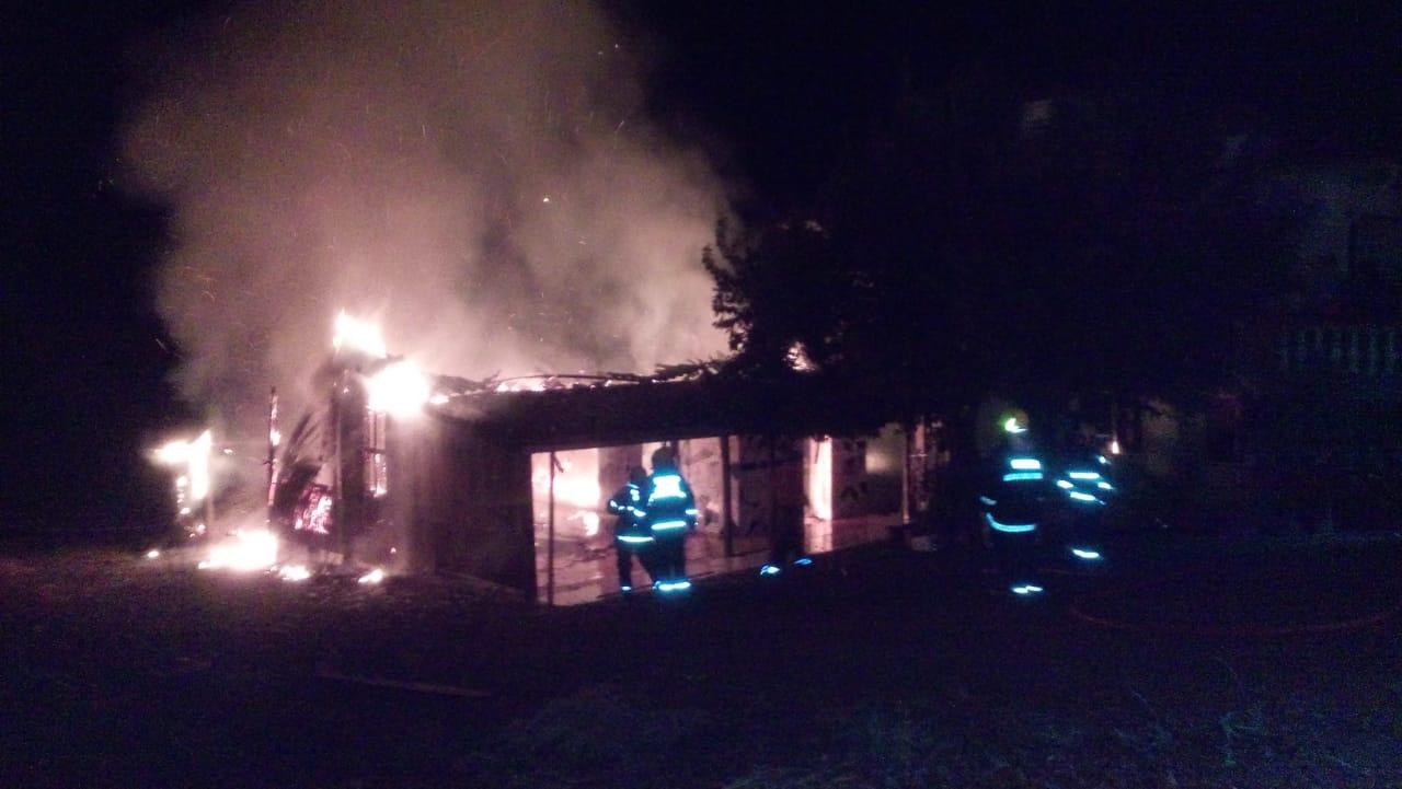 Casa é destruída por incêndio em Tunápolis