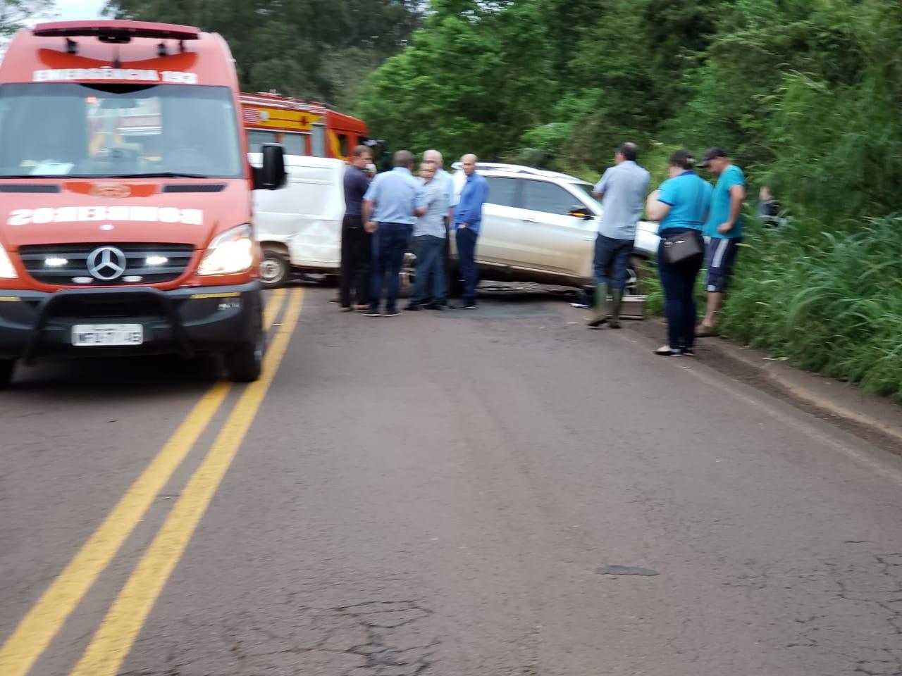 VÍDEO: Motorista fica preso nas ferragens em colisão de veículos na SC 386