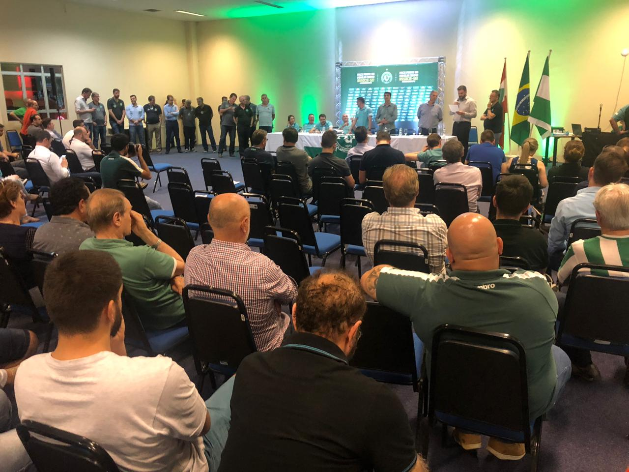 Plínio David de Nes é reeleito presidente da Chape