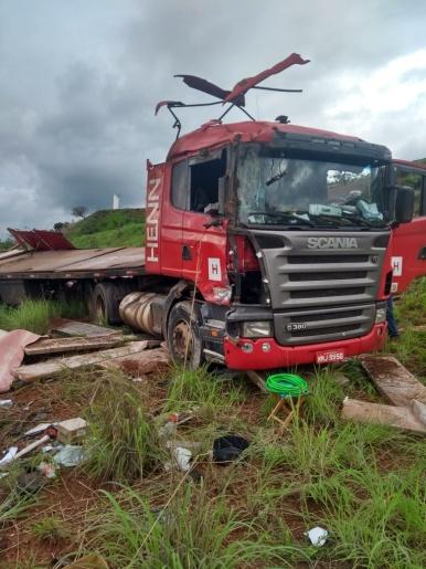 Caminhão de Iporã do Oeste tomba em Minas Gerais