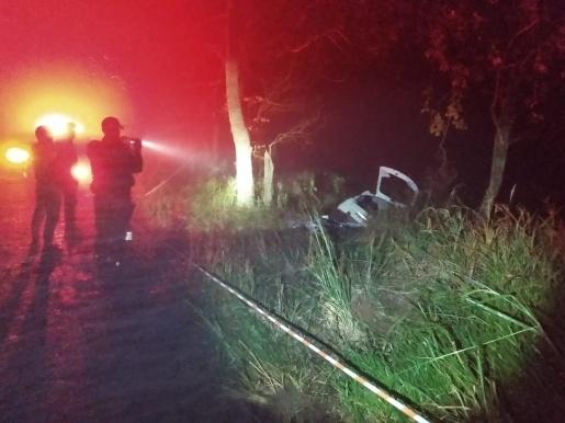 Rapaz morre em saída de pista e colisão de carro em árvore na SC 283