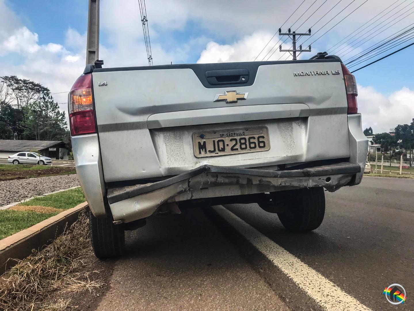 Colisão traseira envolve carro da Argentina na Willy Barth