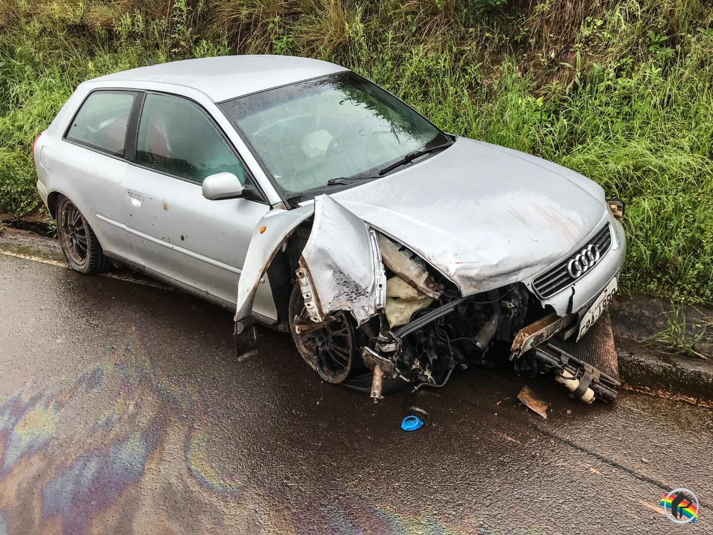 VÍDEO: Acidente envolve três carros e deixa feridos na SC-492
