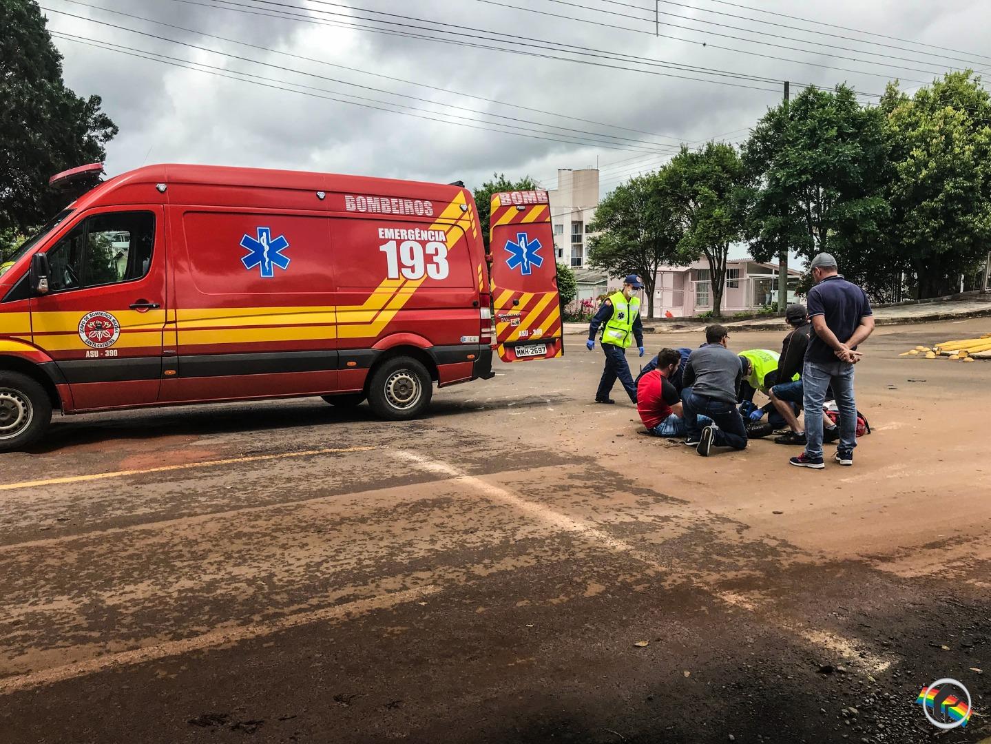 VÍDEO: Motociclista fica ferido em acidente no centro