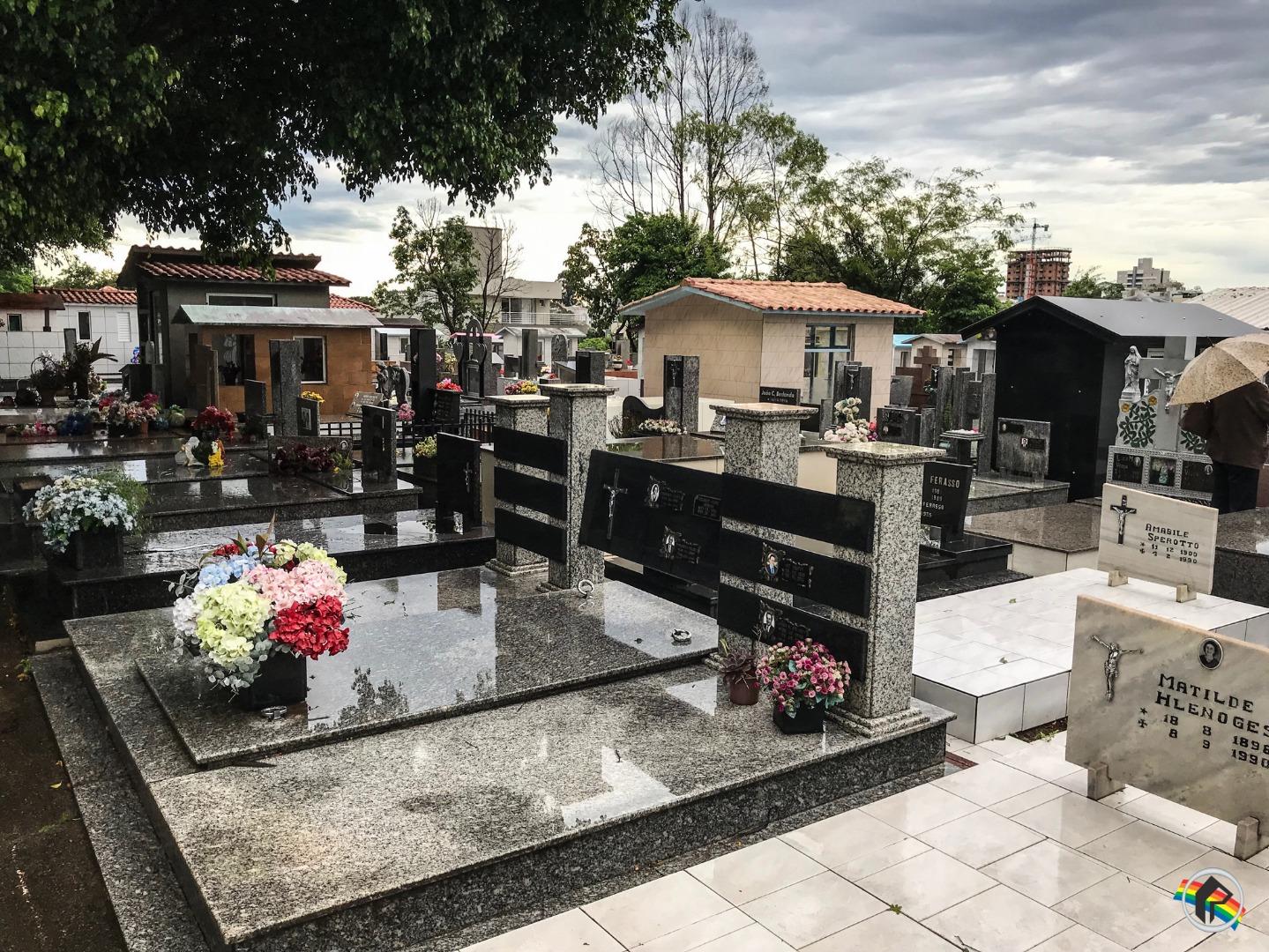 Mais de 10 mil pessoas devem passar pelo Cemitério Municipal