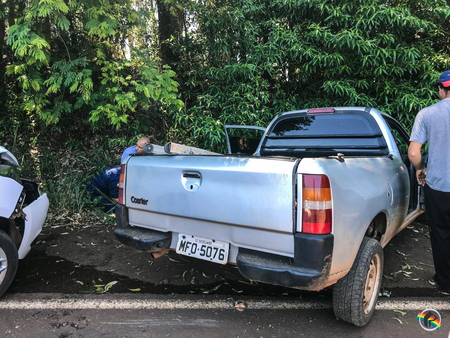 VÍDEO: Colisão envolvendo dois carros deixa homem ferido