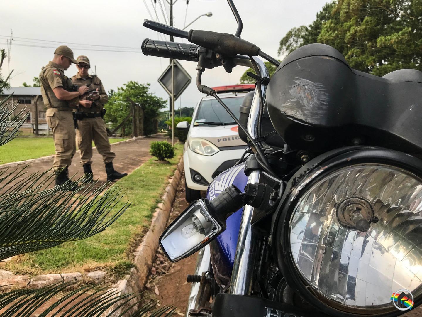 Motociclista fica ferida em acidente com moto na SC-163