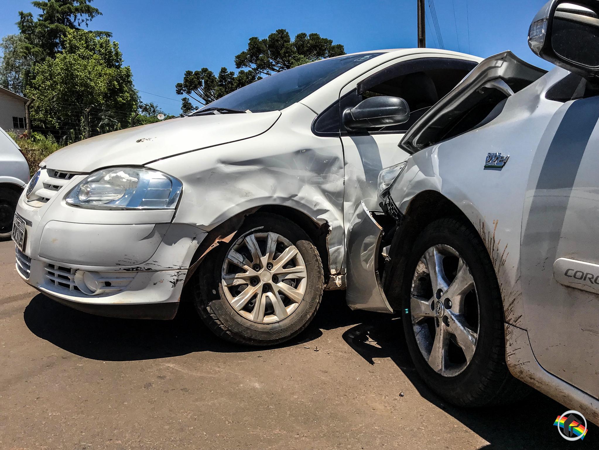 Condutora não respeita preferencial e causa acidente