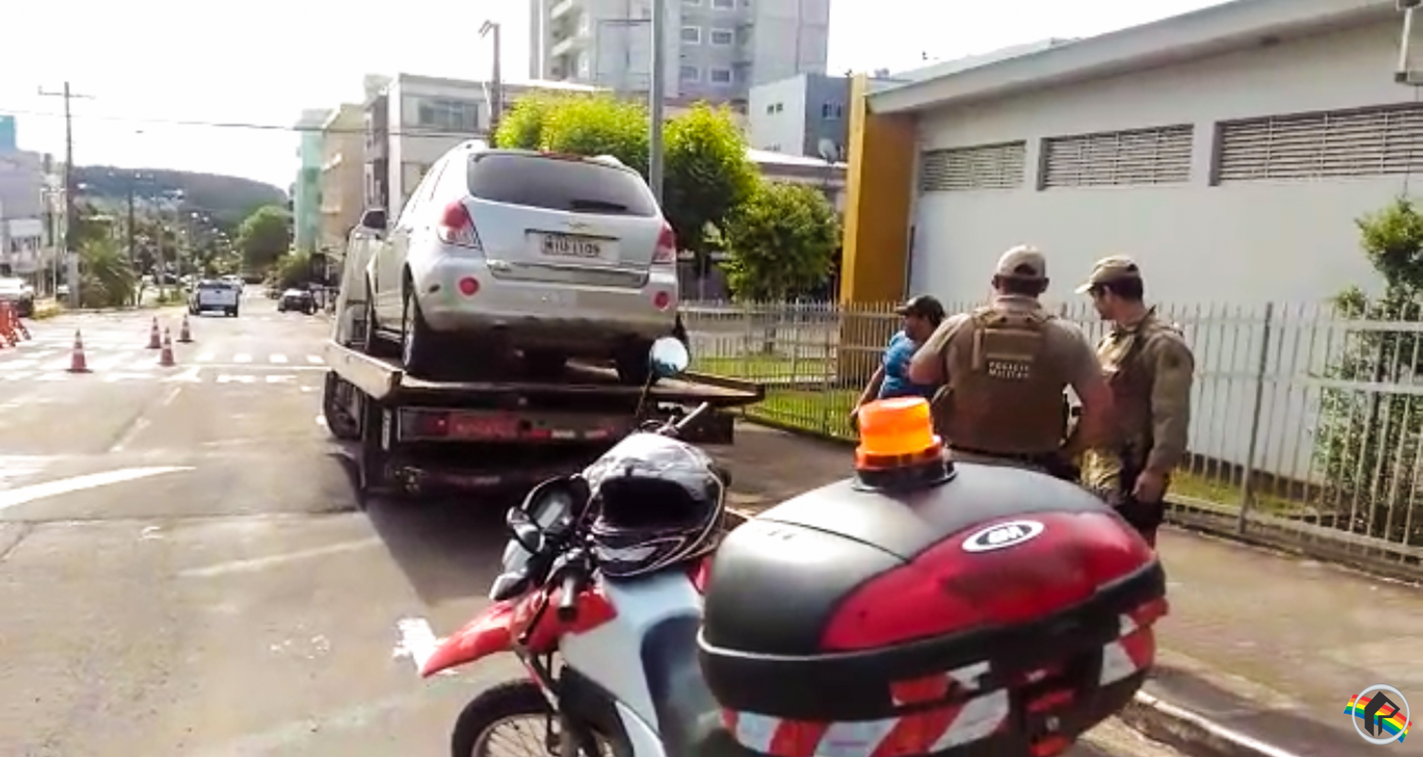 VÍDEO: Veículos sem alocação são multados e guinchados
