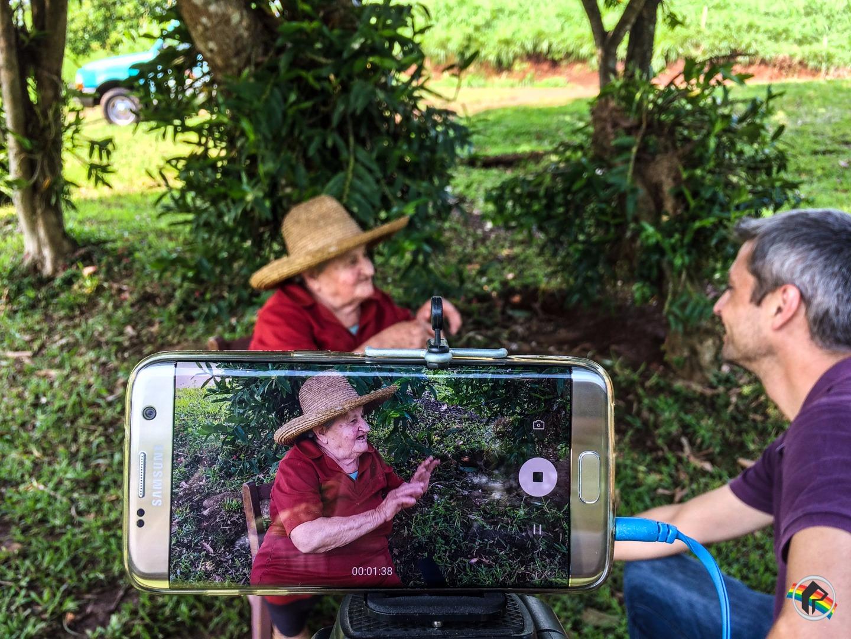 COTIDIANOS: Conheça a agricultora de 86 anos que ainda não largou a enxada