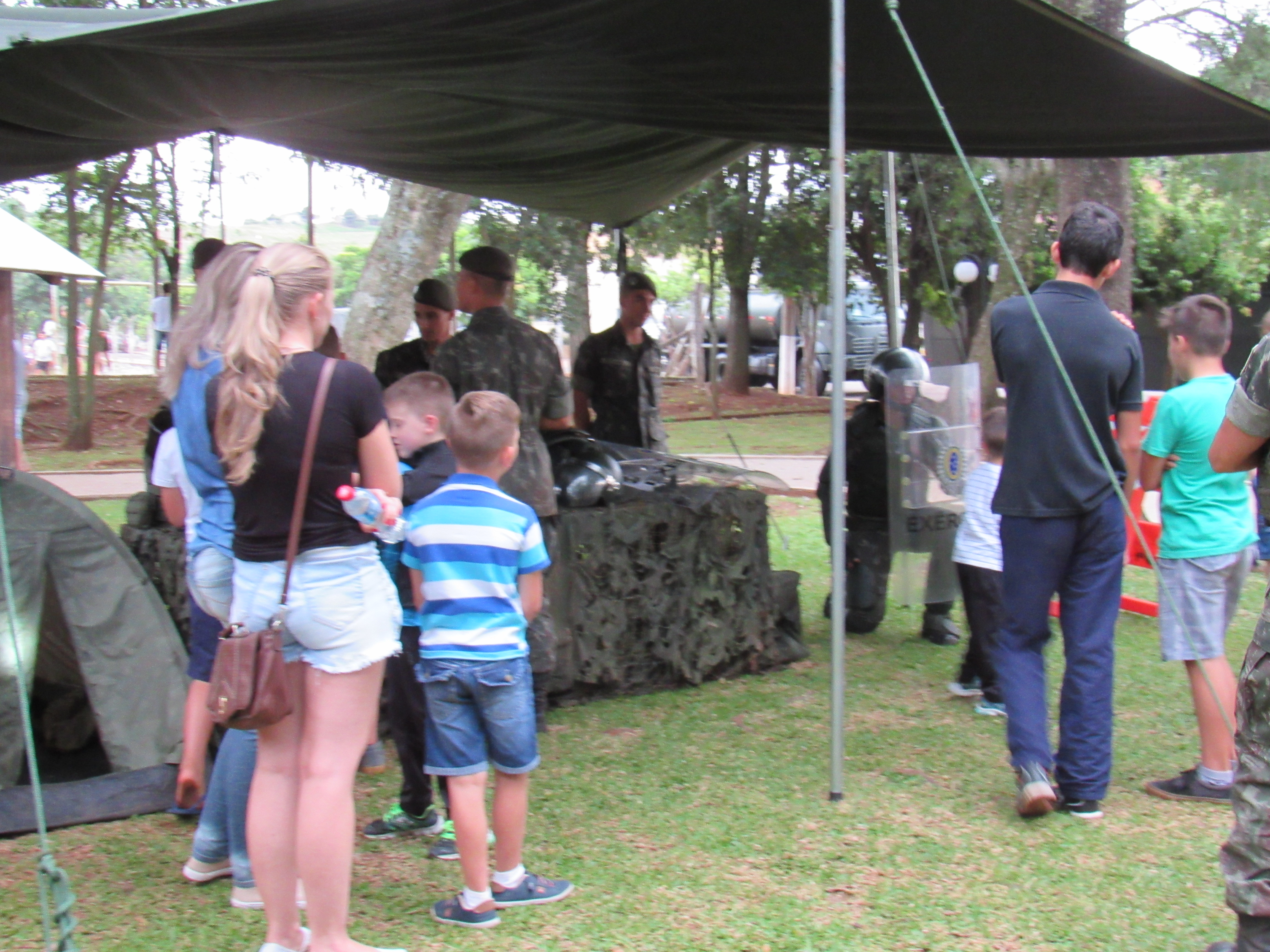 Exército realiza ações de cidadania para alunos do distrito de Idamar