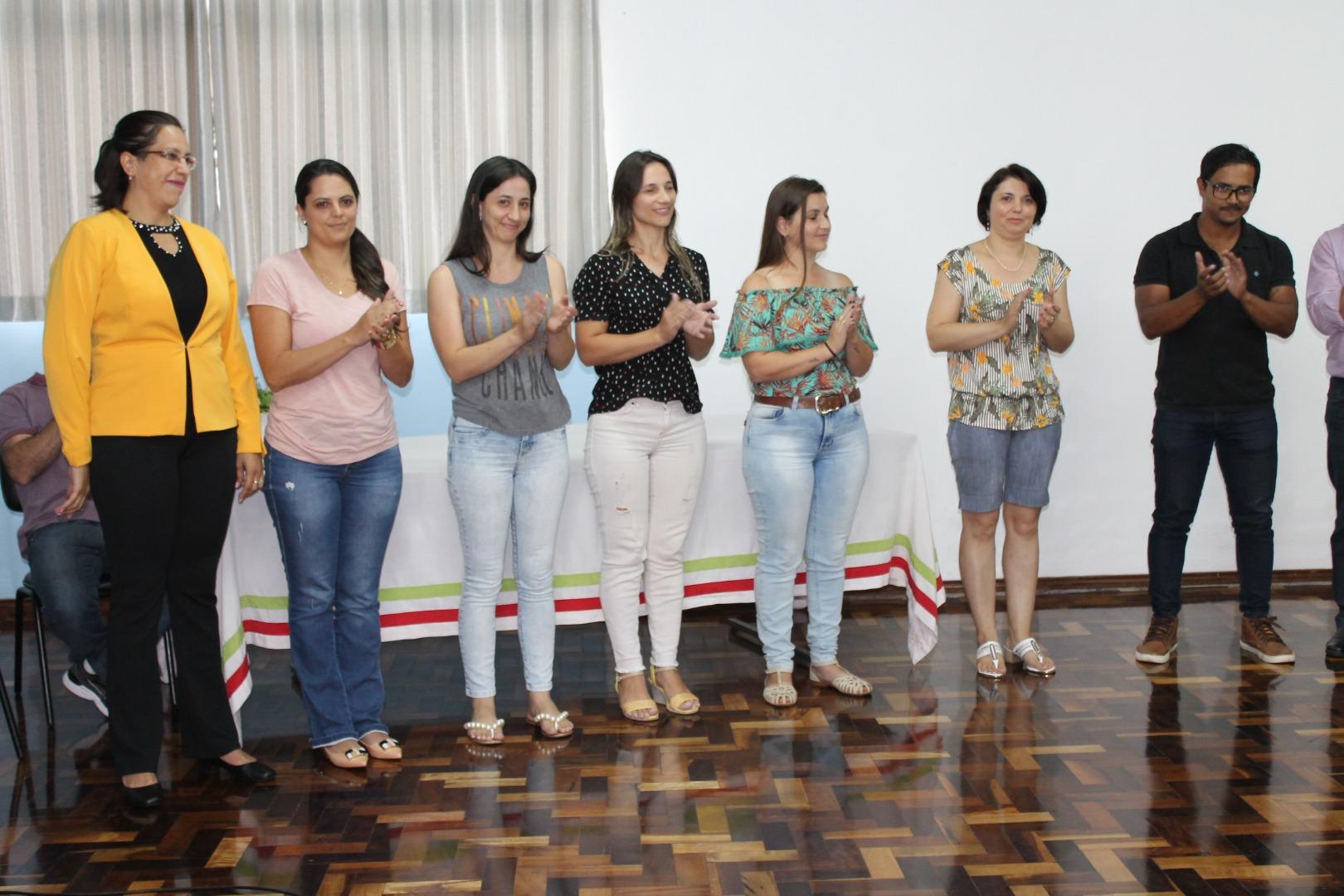 Novos profissionais da educação tomam posse no município