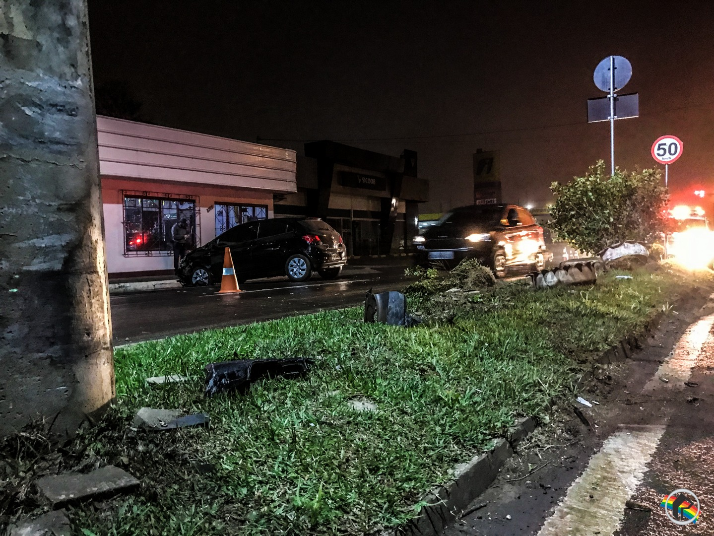 VÍDEO: Motorista colide contra canteiro central da Willy Barth