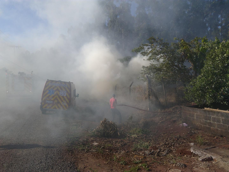 Incêndio em vegetação mobiliza bombeiros em Itapiranga